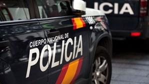 Pai mata filho à facada durante visita parental e suicida-se em Espanha
