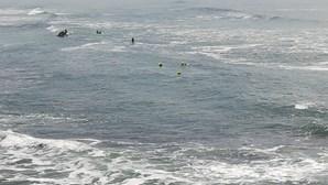 Embarcação vira com dez pessoas a bordo em Cascais
