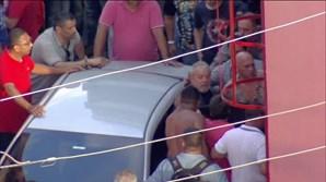 Manifestantes impedem saída de Lula da Silva