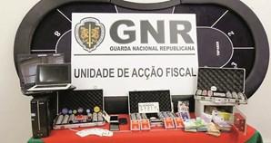 Unidade de Ação Fiscal apreendeu as mesas, 1080 fichas de jogo de vários valores e 53 210 euros em dinheiro