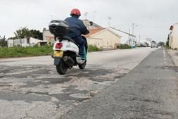 Piso da EN125 está muito degradado numa extensão de 38 quilómetros entre Olhão e Vila Real de Santo António