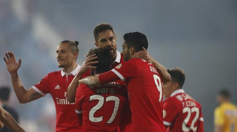 Benfica é líder provisório após vitória muito sofrida no Estoril ... 105c561e1b9ac
