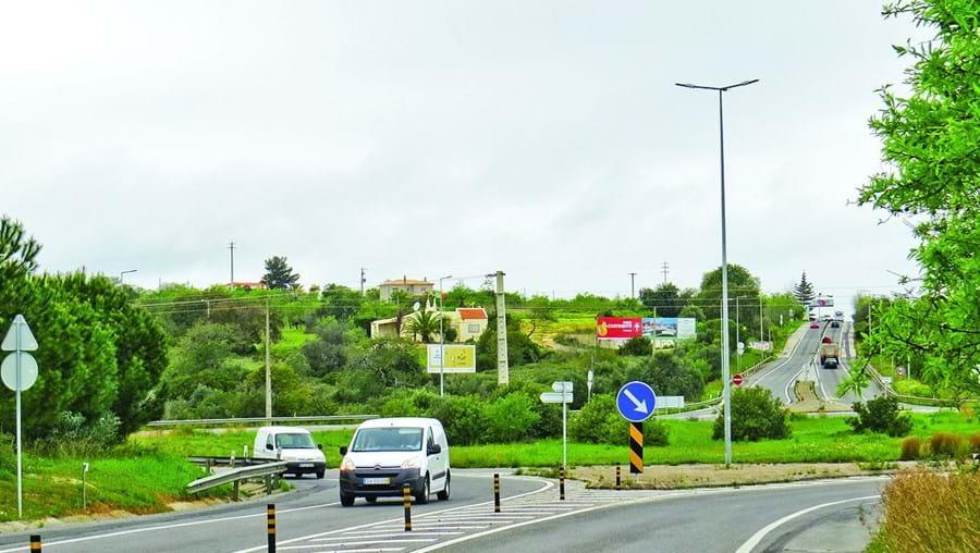 Novo espaço previsto para uma zona próxima da rotunda de ligação da EN125 à Via do Infante, em Alcantarilha
