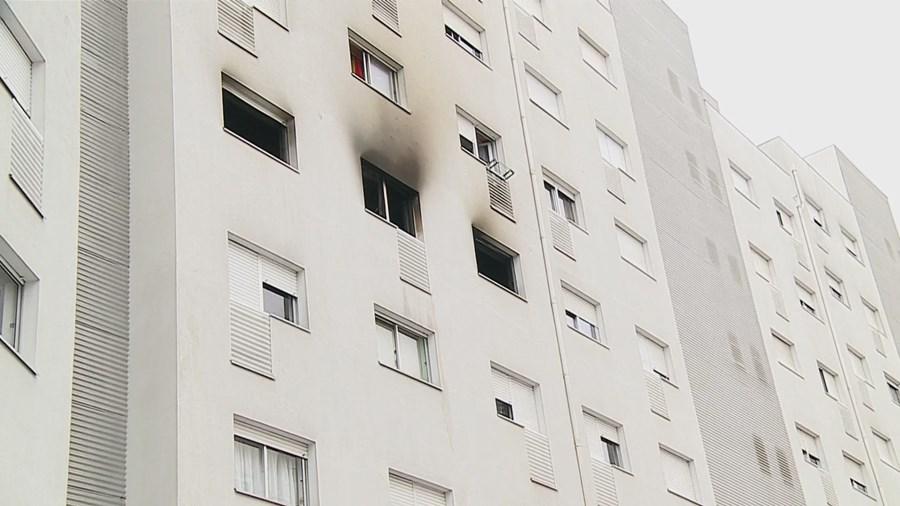 Incêndio destruiu o apartamento