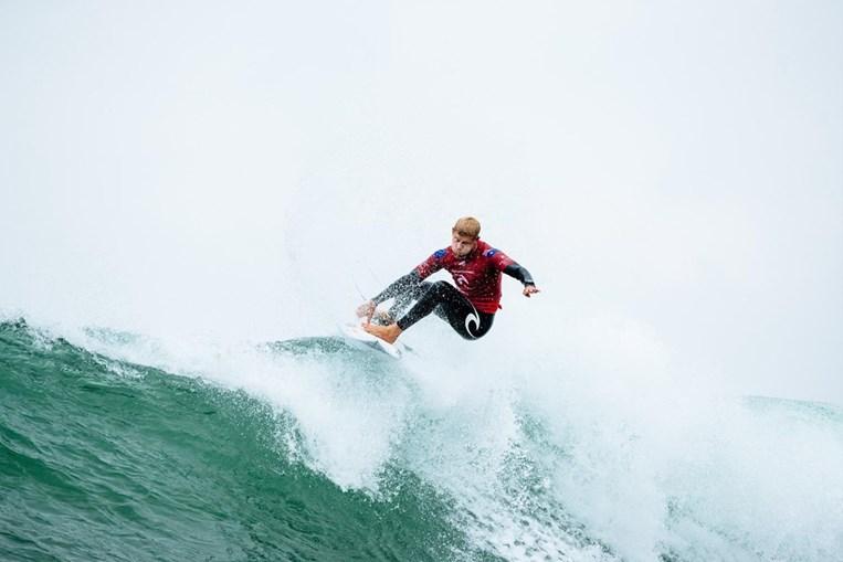 Mick Fanning a surfar