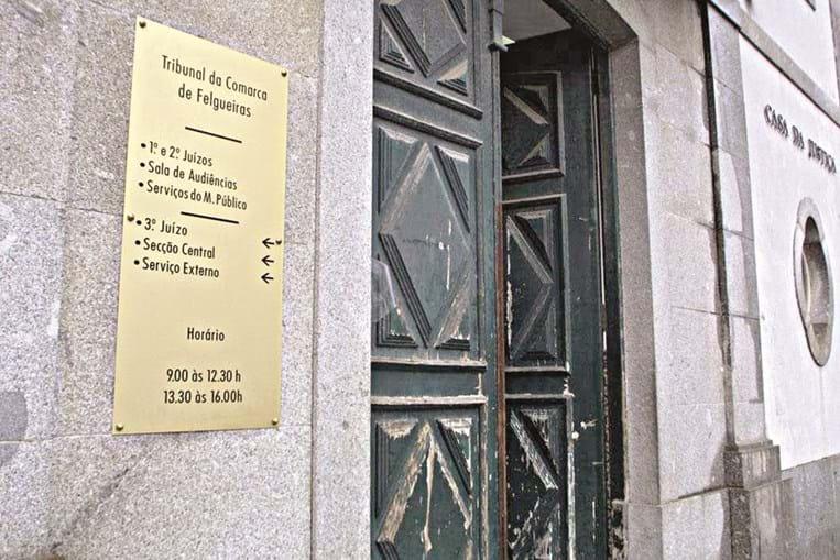 Funcionário judicial, que está acusado de violência doméstica e de posse de arma proibida, trabalhou no Tribunal de Felgueiras