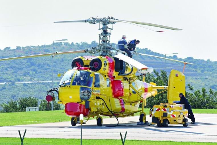 Helicópteros Kamov são usados para o combate aos fogos florestais, mas estão parados