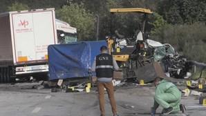 Acidente com camião provoca um morto e sete feridos na A25