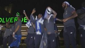 Jogadores do FC Porto fazem a festa em Espinho