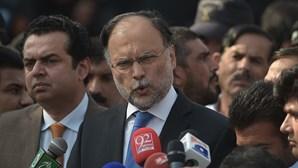 Ministro do Paquistão baleado em tentativa de assassinato