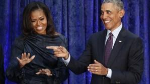 Barack e Michelle Obama assinam acordo para programas na Netflix