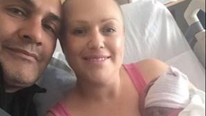 Mulher com cancro de mama prossegue gravidez contra aconselhamento médico