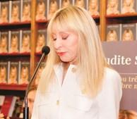 Judite Sousa chora na apresentação de livro