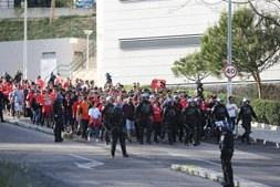 Adeptos do Benfica a caminho de Alvalade