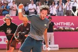 Histórico João Sousa conquista título do Estoril Open pela primeira vez