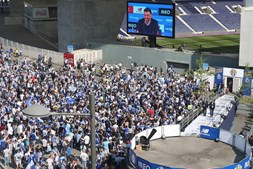 Adeptos do FC Porto festejam título no Estádio do Dragão