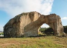 O Penedo Furado é um monumento geomorfológico que remonta ao Período Jurássico