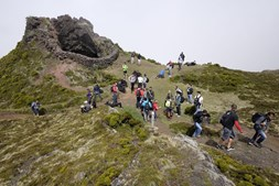Equipa do Santa Clara no topo da ilha do Pico