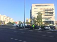 Acidente lança caos no trânsito na Avenida Lusíada em Lisboa