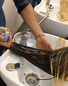 Salão de beleza tinge cabelo de clientes com Nutella e leite condensado