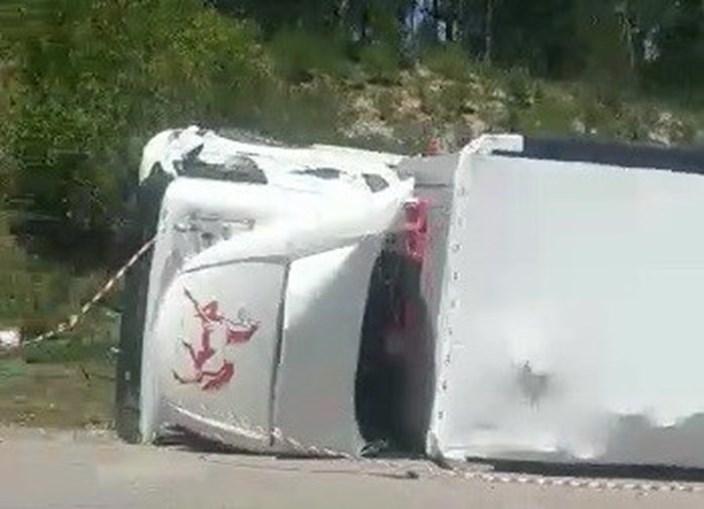 Camião tombado na A1