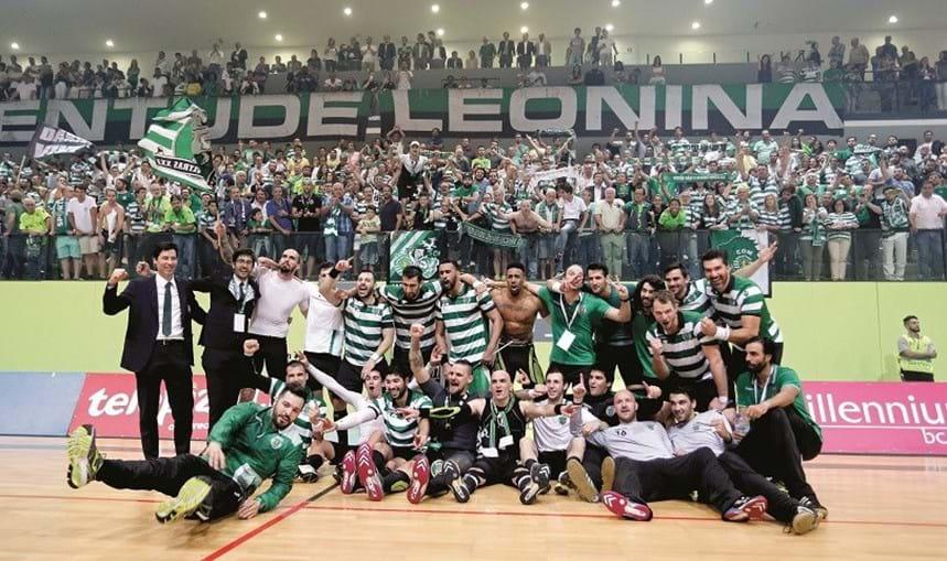 Equipa do Sporting campeão de andebol em 2016/17