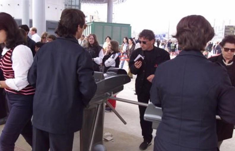 Público junto às bilheteiras da Expo'98