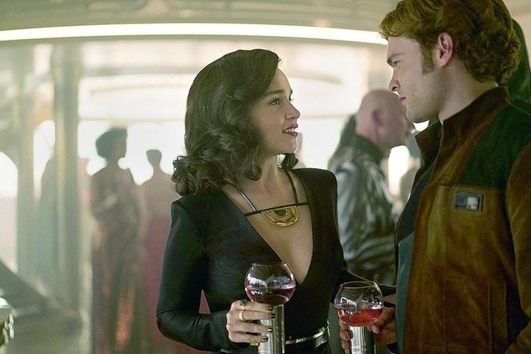 Emilia Clarke, de 'A Guerra dos Tronos', é a amada Qi'Ra