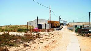 Famílias de pescadores vão sair da Praia de Faro em 2022