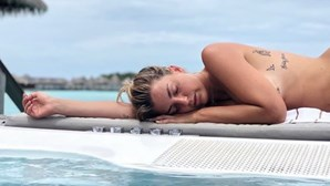 Jessica Athayde em topless nas Maldivas