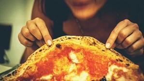 Chef revela a forma correta de comer pizza