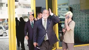 Bruno de Carvalho barra entrada da Comissão de Gestão