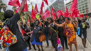 Protesto de trabalhadores da limpeza junta duas mil pessoas em Lisboa