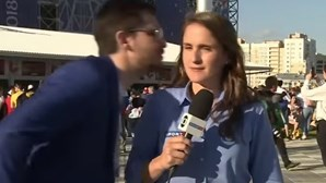 Adepto tenta beijar repórter brasileira durante Mundial na Rússia