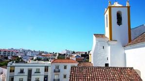 Confessionários abrem para turistas de verão no Algarve