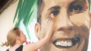 Artista cria mural a Cristiano Ronaldo na Rússia