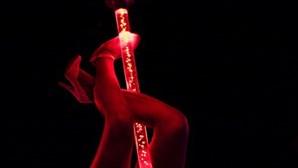 Centenas visitaram clube de strip e agora vão ficar 14 dias em quarentena