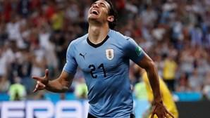 Cavani já não foge ao Benfica. Uruguaio escolheu águias e viaja na próxima semana