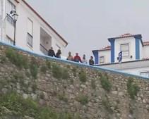 Casal encontrado morto após queda de 30 metros em praia em Ericeira