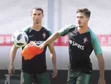 Ronaldo com André Silva no treino da Seleção na Rússia