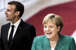 Emmanuel Macron e Angela Merkel