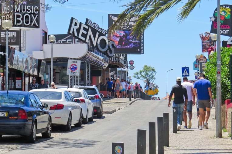 Situação aconteceu durante a madrugada num bar da avenida Francisco Sá Carneiro, em Albufeira