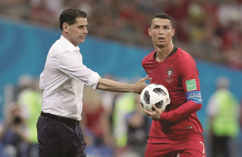 Ronaldo ficou com a bola do jogo Espanha-Portugal
