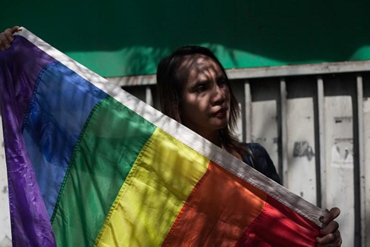 Ativistas dos direitos dos homossexuais manifestam-se junto ao Supremo Tribunal das Filipinas
