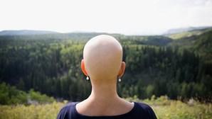 """Jovem com """"arranhão que não passava"""" descobre que afinal tinha cancro"""