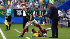 """""""Se não quiser que o toquem é melhor dedicar-se a outra coisa"""", diz Layún sobre Neymar"""