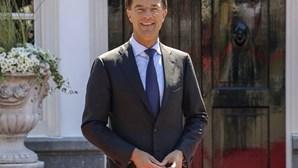 Governo holandês demite-se após má gestão de subsídios para creches que levou famílias à ruína