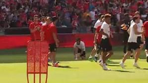 Benfica abre as 'portas' do treino e adeptos respondem em massa
