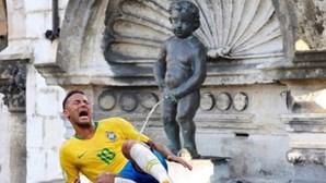Presidente da Câmara de Bruxelas partilha imagem de estátua a urinar em Neymar