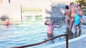 Clube naturista do Algarve celebra aniversário com festa em piscina no Zoo de Lagos